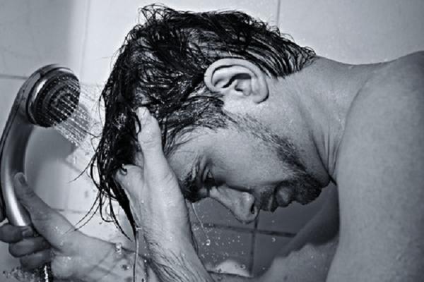 【逆効果?】湯シャンをすれば抜け毛が減るの?臭いは大丈夫?